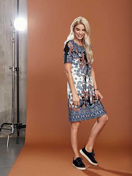 2-biz klänning muntas